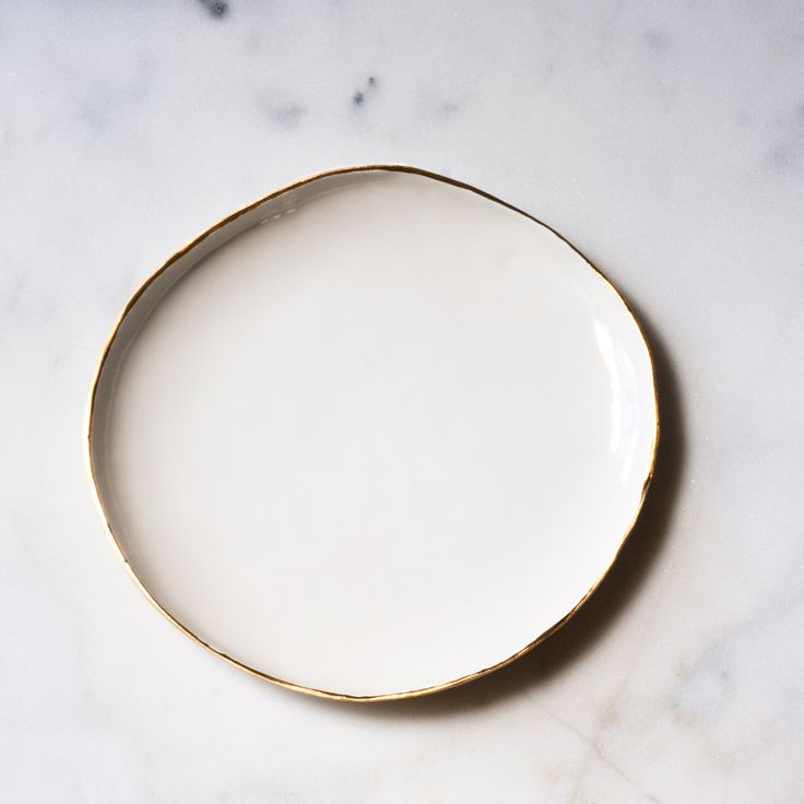 Dinner Plate in White with Gold Rim – Suite One Studio