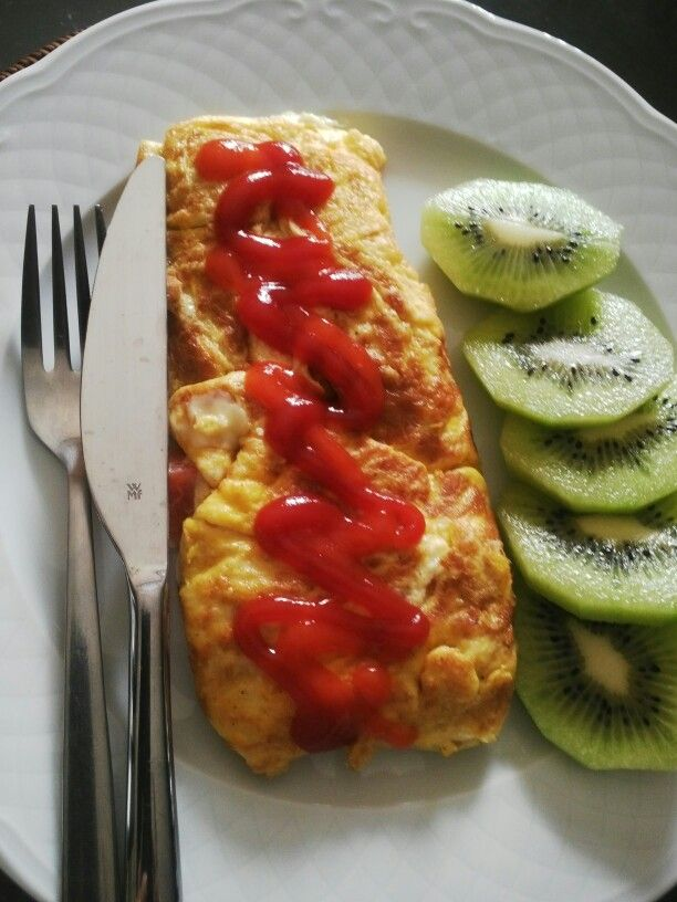 Tomato and cheese omelet