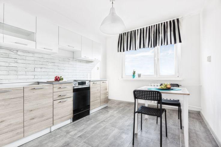 kitchen, kuchnia, home staging, kuchenne dekoracje, stół jadalniany, dekorialove, metamorfoza, fotografia wnętrz, czarne dodatki