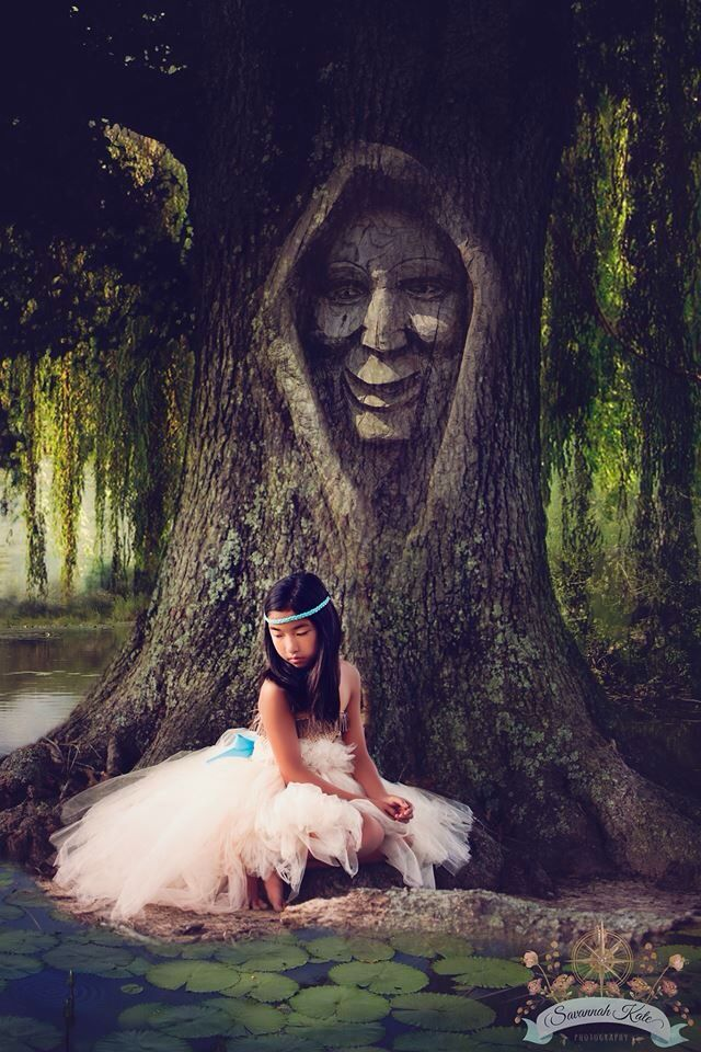 Disney Pocahontas and grandmother Willow Child Photo inspiration. I love this! What a fabulous idea! Nicely done!                                                                                                                                                     Más                                                                                                                                                                                 More