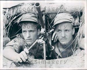 1951 Canadian Soldiers DeMontfort Twins Share Gun Korean War