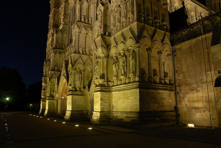 Light + Design - Salisbury Cathedral. Façade Lighting Uplights