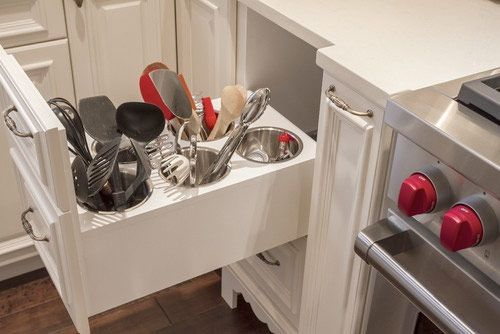 <p>Förvaring är A och O i köket. Helst ska förvaringen både vara estetiskt tilltalande och smart. Här är 11 exempel på både smart och snygg förvaring i köket.</p>