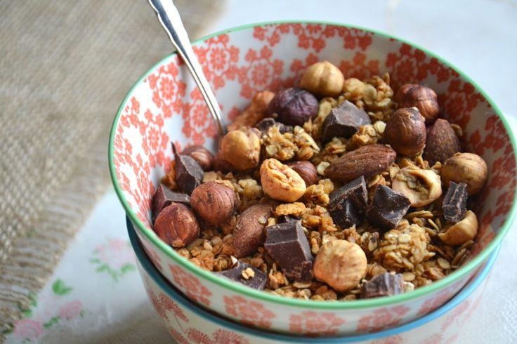 Le granola est l'un des incontournables du petit-déjeuner. Sain & gourmand, il vous permet de faire le plein d'énergie pour tenir toute la matinée sans petit creux malvenu vers 10h30. Accompagné d'un bol de lait et d'un jus de fruit, il peut vite devenir...
