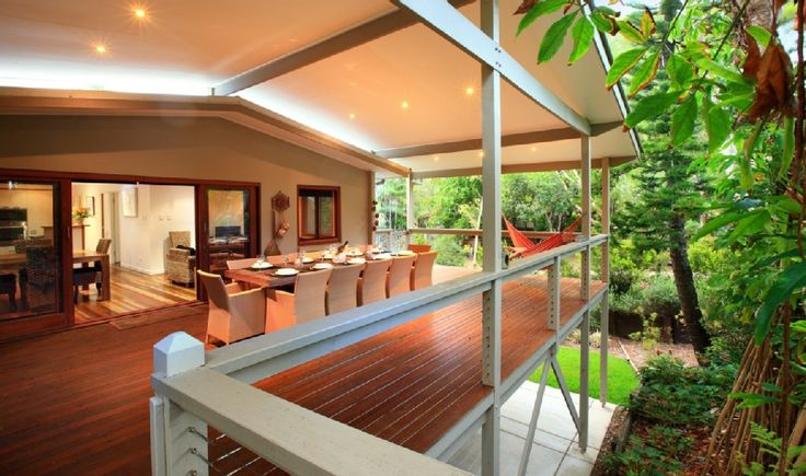 The Beach House - Absolute Oceanfront... - HomeAway Caloundra