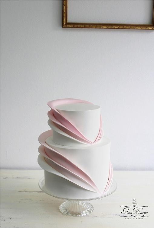 Simplicity is elegance by Ana Marija cakes   - http://cakesdecor.com/cakes/278606-simplicity-is-elegance