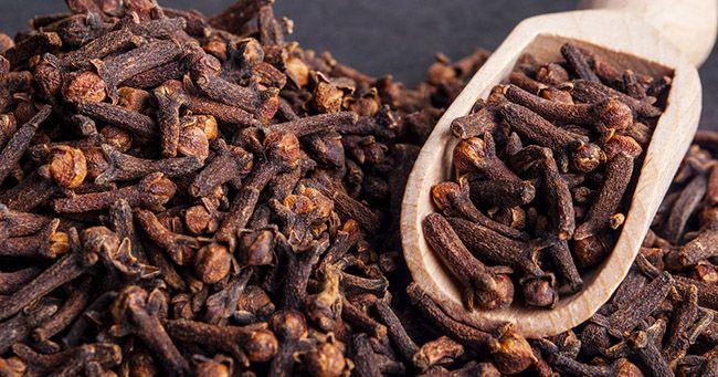 Chiodi di garofano: proprietà e controindicazioni