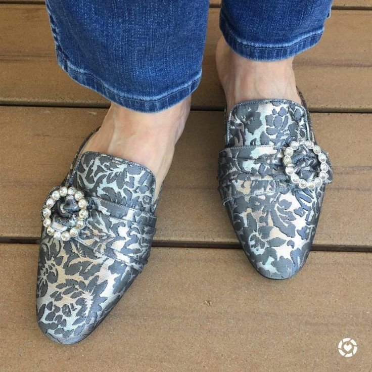Style blogger Susan B. wears metallic brocade #mules with rhinestone buckles. Details at une femme d'un certain age.