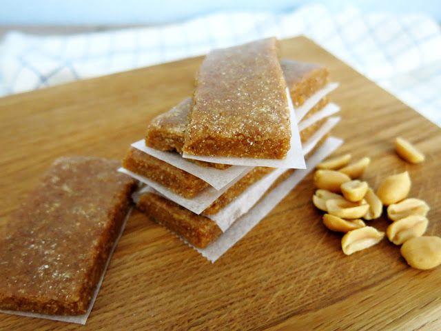 Antipastaa: Maapähkinävoi-toffeeproteiinipatukat (munaton, viljaton, gluteeniton, sokeriton, vhh)