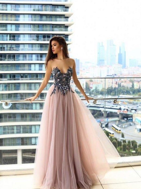 47f085df663 Роскошные выпускные платья  как выбрать модные платья на выпускной  2018-2019