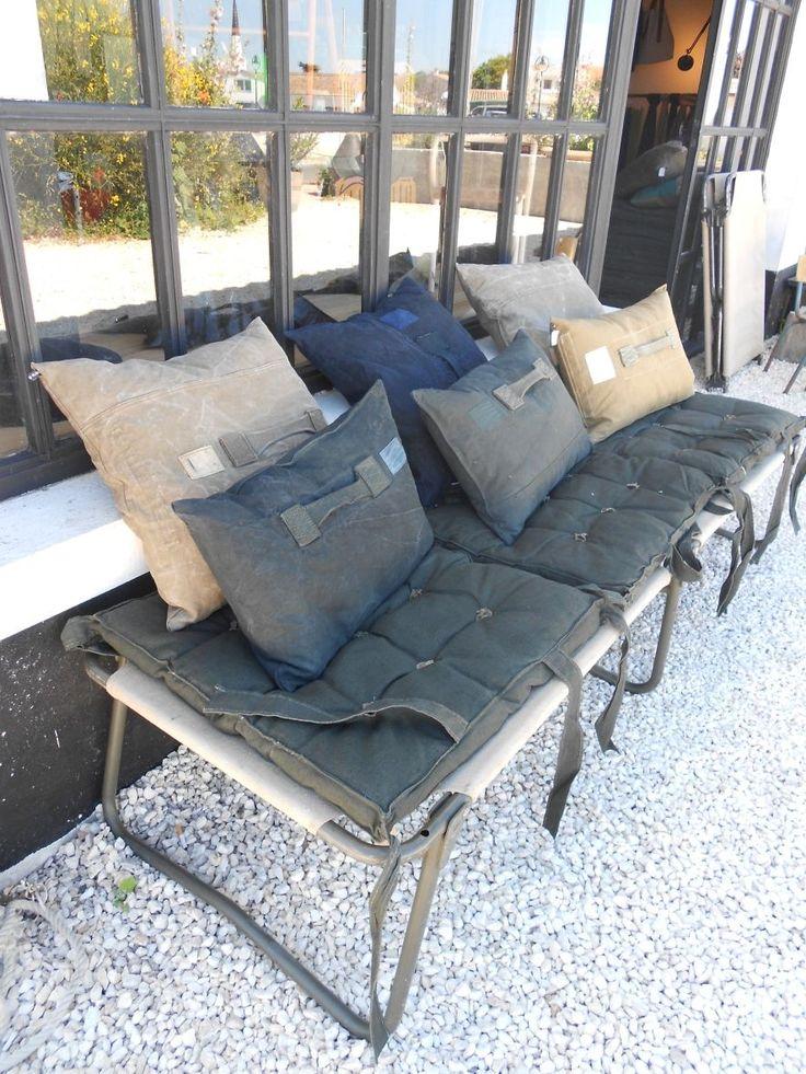 lit de camp militaire et coussins marie et benoit sur l. Black Bedroom Furniture Sets. Home Design Ideas