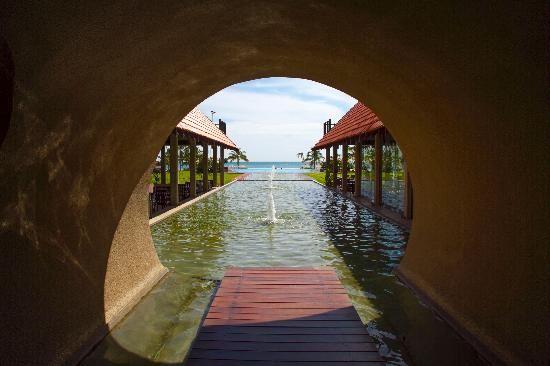 Uga Bay: entrance