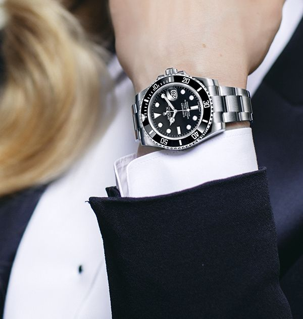 Lindsey Vonn's Rolex Submariner Date in 904L stainless steel with black dial, Oyster bracelet and unidirectional rotatable bezel. This Professional watch acts as a perfect foil to a crisp white cuff.