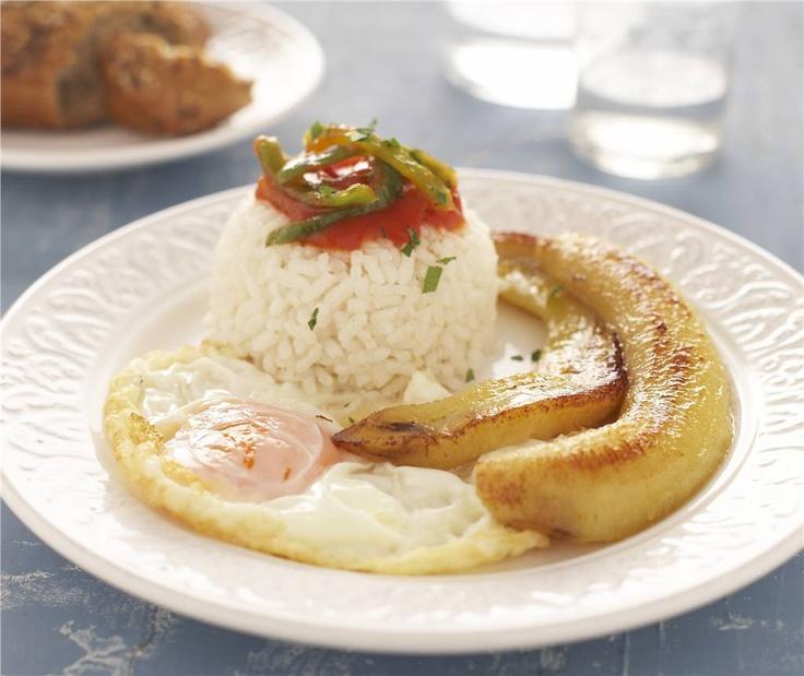 Arroz a la cubana. Un plato único clásico.