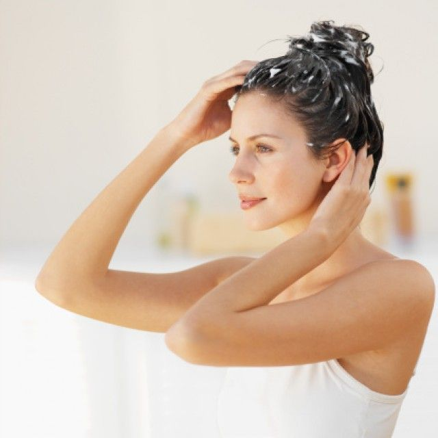 Shampoo naturale fatto in casa - ecco tanti ottimi motivi per farlo: si usano solo prodotti naturali, a costo zero, si rispetta l'ambiente, si riducono allergie.