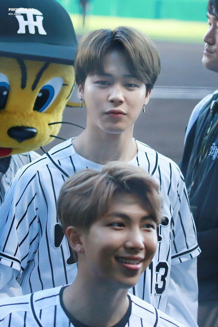 ChimChim  02.06.17| #BTS na partida de baseball ⚾️ dos Hanshin Tigers vs. Nippon-Ham Fighters