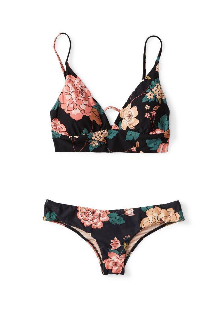 Verweilen Sie auf V-Ausschnitt Cami Bikini Top – #Bikini #Cami #Linger #Neck #Top   – Großartige Idee 6
