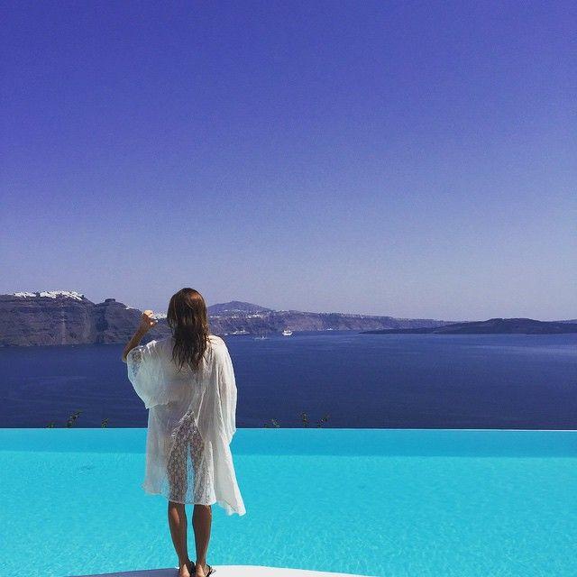 Walking on #sunshine! #AndronisExperience #AndronisStyle #Santorini Photo credits: @shaunaleeanne