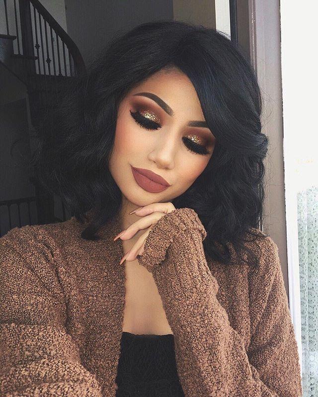 "WEBSTA @ makeupbyalinna - Anotha one... /hudabeauty/ Rose gold palette on the eyes (Sandalwood, Henna, bossy, Cocoa in the crease) @anastasiabeverlyhills ""Allison"" liquid lipstick /lillylashes/ ""Miami"" lashes /occmakeup/ ""Beige"" glitter (Sorry I thought it was called tan )@anastasiabeverlyhills dip brow in ""Dark brown"" @thebalm_cosmetics Bahama mama bronzer for contour /maccosmetics/ ""Gingerly"" blush /maccosmetics/ Give me sun mineralize skin finish as bronzer #hudabeauty #shophudabeauty…"