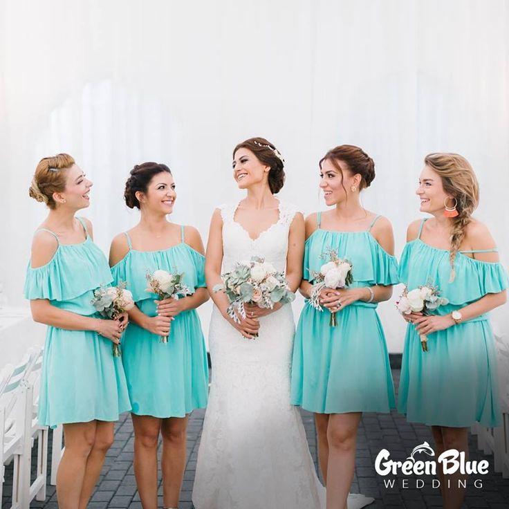 Bridesmaids💕  Görsel: @aricanpinar İletişim: 0533 226 5338 #greenbluesapanca #wedding #kırdüğünü #düğün