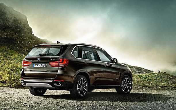 BMW-X5-Has-a-Large-Size-Cabin-Back-Photos.jpg (612×383)