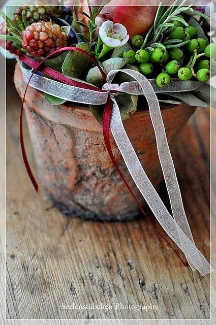 so lovely: Beautiful Arrangements, Decor Ideas, Doors Decor, Posts, Flower Power, Gardens Mine Outdoor, Decor Natural