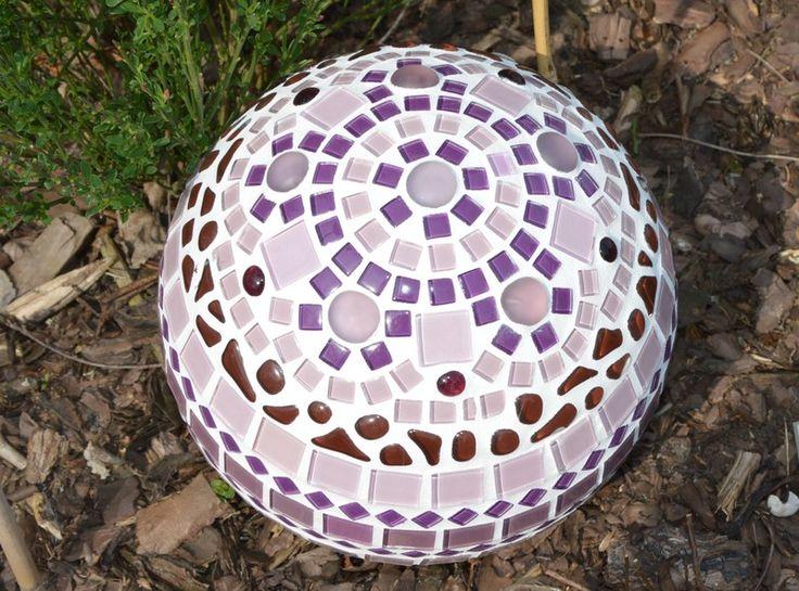 Lovely Gartenkugel lila rose braun mm von Mosaikkasten Dekoration f r Haus und Garten Lila RosenGeschenk OpaGarten