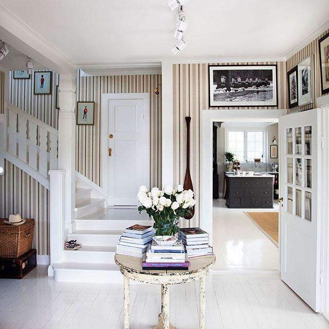 At Home. Bild tagen för min inredningsbok Welcome Home. Tips på sommarläsning i hängmattan...