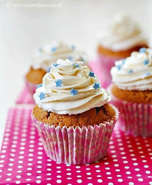 Gingerbread cupcakes with nutella #recipe #cooking #muffins #gingerbread #cream #nutella #whip #small confectionery