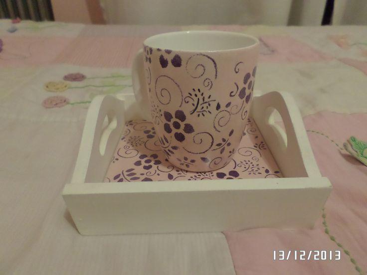 bandeja y taza pintadas a mano