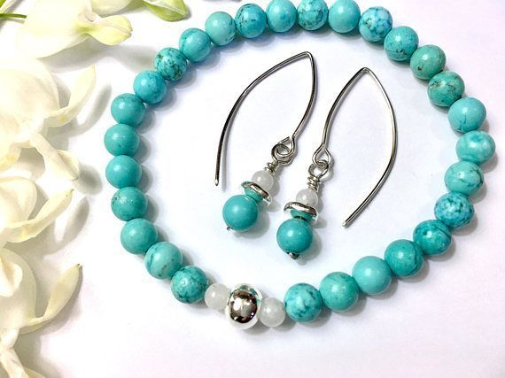 A fresh spring-summer look. Turquoise howlite & moonstone jewelry. HANDMADE https://www.etsy.com/listing/462110891/mothers-day-gift-for-her-boho-bracelet?ref=shop_home_feat_4 #etsymntt #MothersDay #jewelry #gift