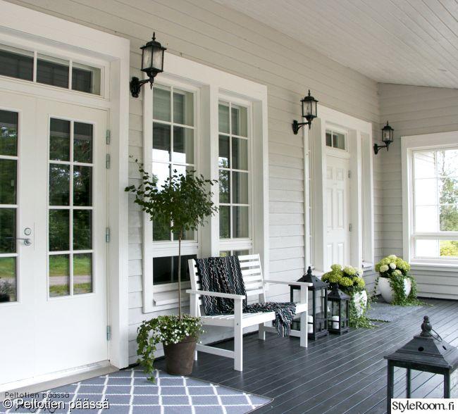 kuisti,terassi,country,musta lattia,harmaa seinä,kesäkukat,valkoinen,valkoinen sisustus,mustavalkoinen
