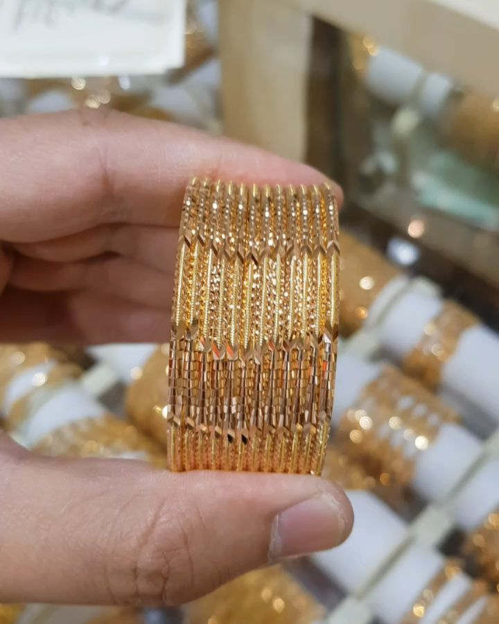 45 Likes 1 Comments بوتيك شمسه المهيري Shamsaalmehairi5 On Instagram ارقي مجوهرات العرايس في الإمارات المجوهرات الصفا فرع ا Gold Gold Bracelet Jewelry
