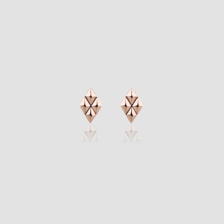 #miglio Petite Geometric Earrings - Petite diamond-shaped stud earrings in rose gold plating E2790