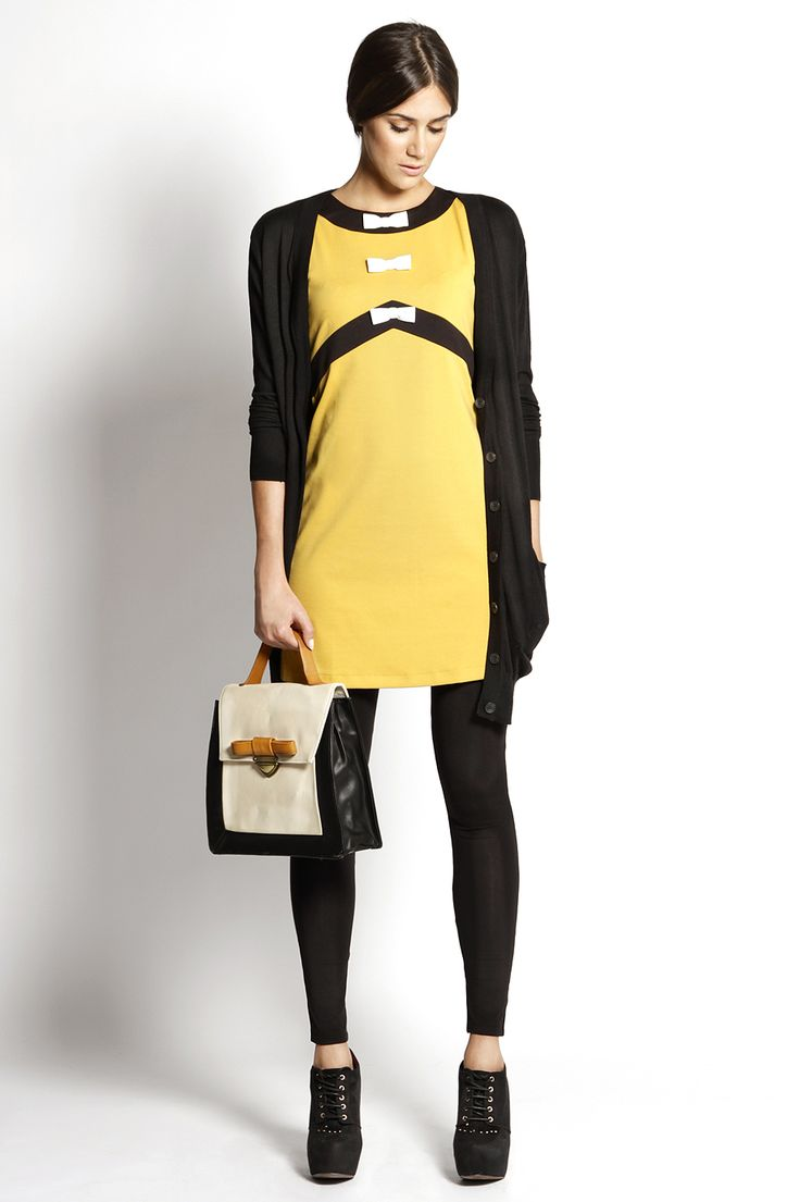 Sixty:  - Vestido TITIS CLOTHING - Leggings VERO MODA - Bolso TITIS CLOTHING - Botines CHIKA 10 Todo disponible en El Armario de la Tele.