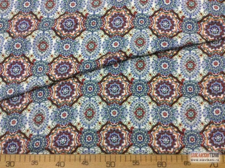 """Ткань, вискоза, набивной рисунок """"Красно-синии узоры на белом"""", ширина 140 см."""