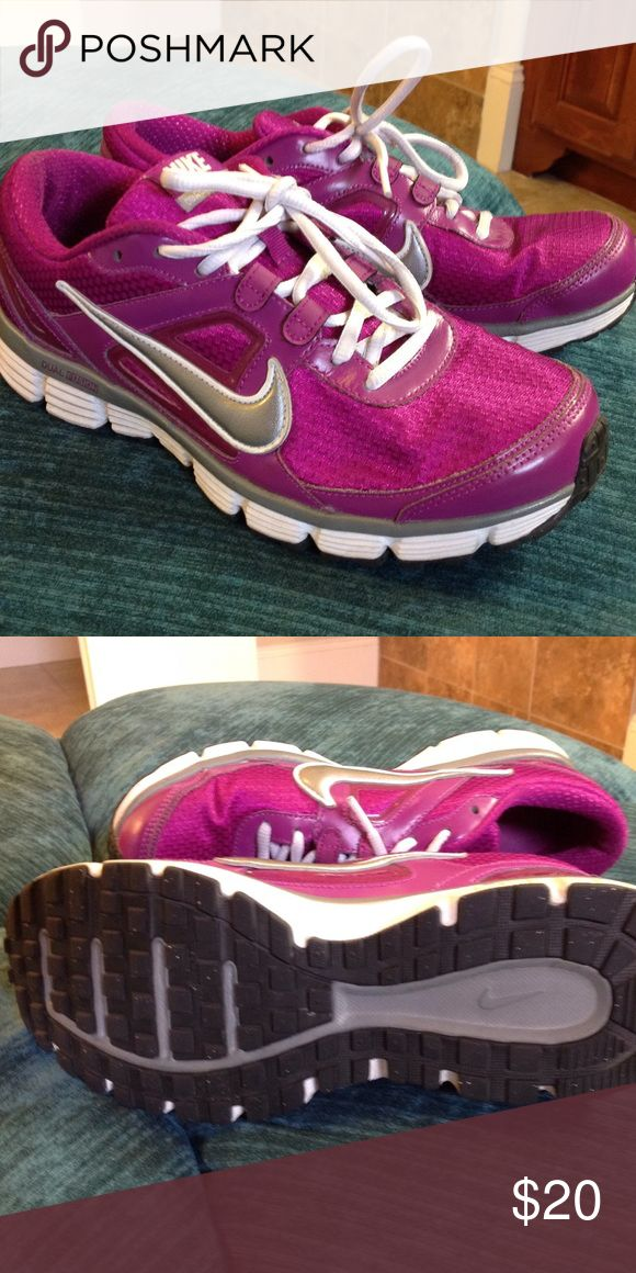 Nike Dual Fusion Great used condition. Nike Shoes Athletic Shoes
