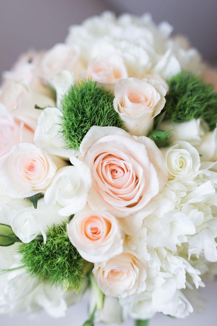 Bouquet de noiva com rosas de santa teresinha #rosas #bouquet #casamento