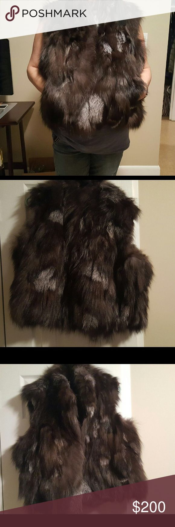 Women's real fur vest Women real fur vest  natural genuine silver fox vest   55cm long.   To the waist.    Size. 5x.     Which equals to American 2 x Jackets & Coats Vests