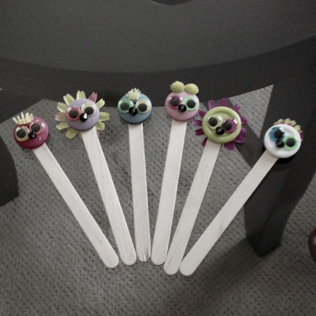 15 best images about kid crafts on pinterest popsicle for Small flowers for crafts