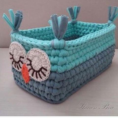 Corujinha retangular 👀👀 {inspiração} #handmade #feitoamao #crochê #crochet #homedecor #decoraçao #decor #cestos #basket #detalhes #kids #kidsroom #kidsdecor #babyroom #decorations #decoraçãoinfantil #boanoite #criativo #tendência #artesanal #fiodemalha #ganchillo #trapillo #yarn #quartodemenina #quartodebebe #inspiration From@# @orgufikirleri