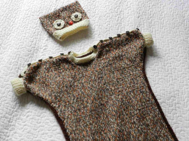 Unipussi ja pöllöaiheinen myssy pitävät pienokaisen lämpimänä vaunulenkillä. Napitukset olkapäillä ja helmassa helpottavat pukemista.