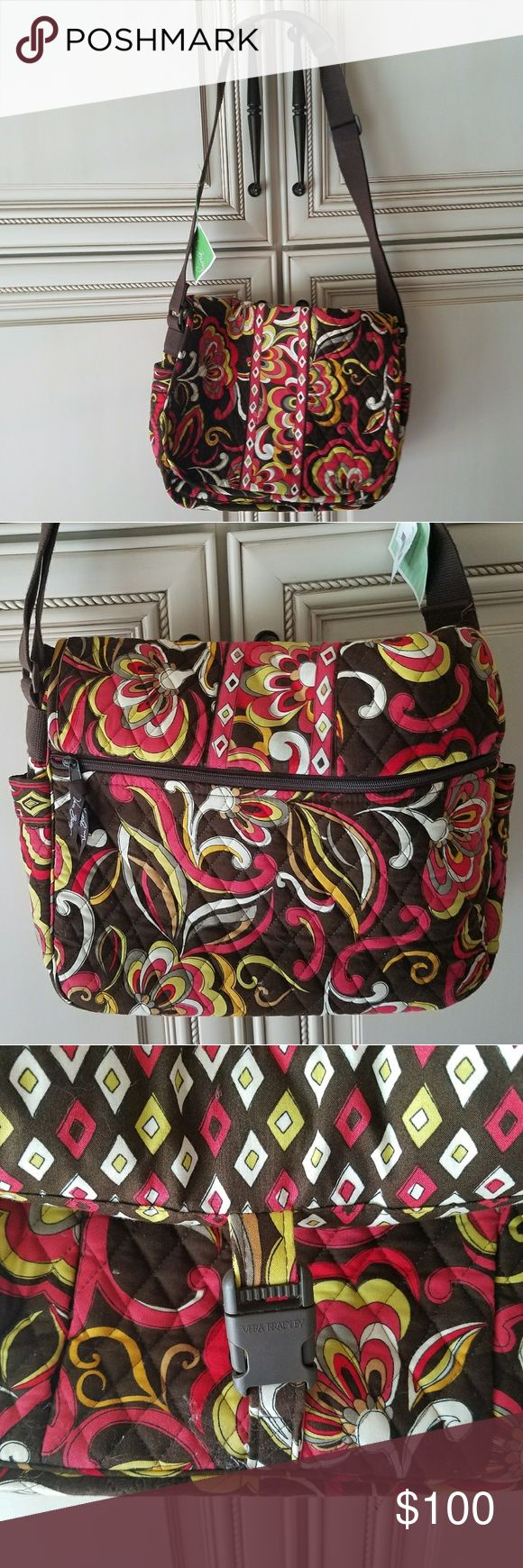 Vera Bradley Messenger Bag NWT Discontinued patten Brand new! Super cute, great as a baby bag too Vera Bradley Bags Shoulder Bags