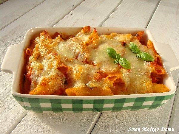 Smak Mojego Domu: Zapiekany makaron penne z bazyliowym sosem pomidor...