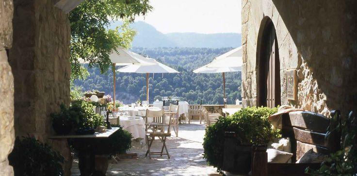 Mesa del Restaurante Terraza con vistas al valle, La Torre del Visco