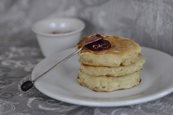 Encore meilleurs que les pancakes, voici les crumpets, Accompagnement idéal des petits déjeuners. La recette est très simple mais elle demande juste un peu de temps de repos pour avoir une bonne texture. J'ai trouvé cette recette ici. J'ai juste ajouté...