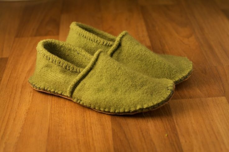 Slippers Tutorial - Make slippers from old felted wool sweater.