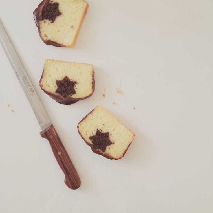 Plumcake con sorpresa, allo yogurt e glassa di cioccolato fondente