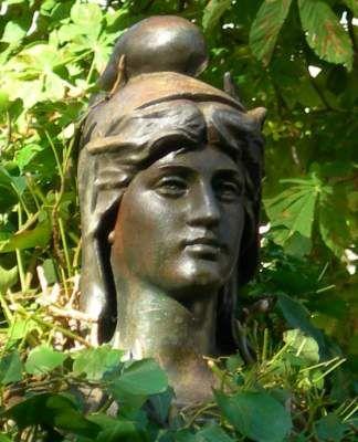Lodève : Fontaine avec un buste de Marianne, Lodève (Hérault)