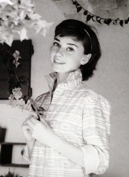 The lovely, Audrey Hepburn                                                                                                                                                                                 Más